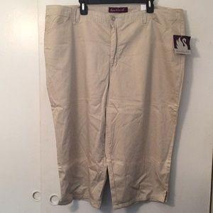 Gloria Vanderbilt khaki cotton Capris 24W stretch